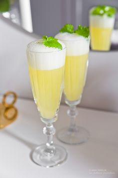 Fredagsdrinken – Sgroppino al Limone Bar Drinks, Wine Drinks, Cocktail Drinks, Cocktails, Refreshing Drinks, Yummy Drinks, Yummy Food, Absolut Vodka, Smirnoff