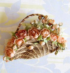 Vintage seashell Brooch / Pin. Image source: www.etsy.com