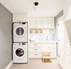 Best Laundry Room Decorating Ideas To Inspire You - Page 36 of 53 - VimDecor laundry room ideas, laundry room organization, laundry room design, laundry room decor Laundry Room Wallpaper, Mudroom Laundry Room, Laundry Room Layouts, Laundry Room Remodel, Small Laundry Rooms, Laundry Room Organization, Laundry In Bathroom, Laundry Room Design, Interior Design Living Room