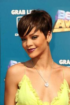 Find Your Rihanna short pixie brown hair wigs capless With Lowest Price and High Quality At Rewigs Store. Rihanna Short Haircut, Rihanna Hairstyles, Pixie Hairstyles, Celebrity Hairstyles, Rihanna Pixie, Prom Hairstyles, Short Sassy Hair, Short Hair Cuts, Short Hair Styles