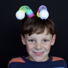 In this video we are going to make Alien Boppers. The boppers are a great accessory for a Halloween costume or a Birthday Party.