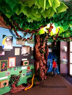 Cultural week - rainforest tree animals sınıf düzenleme, sınıf düzeni, o Classroom Tree, Jungle Theme Classroom, Classroom Setting, Classroom Design, Preschool Classroom, In Kindergarten, Classroom Decor, Preschool Themes, Rainforest Classroom