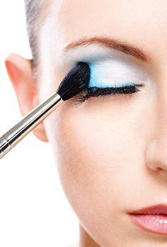 Makeup Artist ^^   Cómo maquillarse los ojos para que parezcan más grandes #eyes #makeup  https://pinterest.com/makeupartist4eve