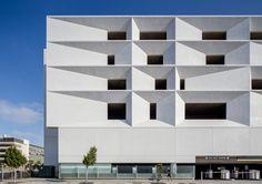 Parking Garage in San Francisco / Photo by Pavel Bendov Facade Architecture, San Francisco, Garage, Villa, Tower, Windows, Home Decor, Carport Garage, Homemade Home Decor