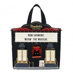 Es ist Showtime im Vendula London Theater! Mit seiner Form und seinen Theaterdetails ist dieser Grabbelsack so ungewöhnlich, dass er überhaupt nicht wie eine Tasche aussieht. Lassen Sie sein