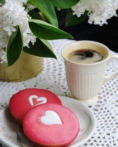 Coffee Vs Tea, Spiced Coffee, Coffee Mugs, Coffee Lovers, Cuppa Joe, Coffee Photography, Cafe Food, Chocolate, Doughnut
