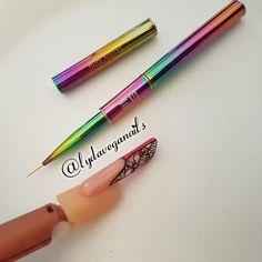 🌼 Diseñando ando 💅🏻 Super enamorada de este 🖌 @matsudaelisa EM✌️🙋🏻 #uñas #nailart #pasionuñas #pantinggel #esculpidas #acrílico… Vegas Nails, Ems, Nailart, Instagram, Fingernail Designs