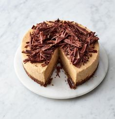 Jamie Oliver& Frozen Banoffee Cheesecake is the perfect easy make-ahead dessert that can be left in the freezer until ready to be devoured. Banoffee Cheesecake, Frozen Cheesecake, Banana Cheesecake, Chocolate Cheesecake, Cheesecake Recipes, Chocolate Recipes, Dessert Recipes, Jamie Oliver Quick, Jamie Oliver 5 Ingredients