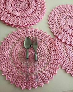 Captivating All About Crochet Ideas. Awe Inspiring All About Crochet Ideas. Crochet Mat, Crochet Dollies, Crochet Motifs, Crochet Home, Thread Crochet, Filet Crochet, Crochet Crafts, Crochet Projects, Hat Crochet