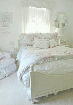 Romantic Shabby Chic Bedroom Decorating Ideas (14) #RomanticBedrooms #DIYHomeDecorShabbyChic