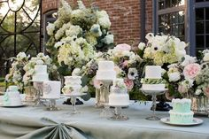 Wedding cake display ⎪Laurie Perez Photography ⎪ see more on: http://burnettsboards.com/2015/08/mint-garden-wedding/