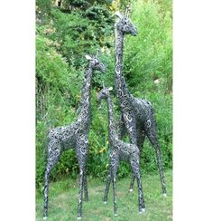 The Large Outdoor Metal Giraffe Statue Set Is An Avant Garde Styled Set Of  Three Sculptures In The Likeness Of The Tallest Animal On Earth.