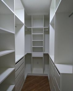 Walk In Closet Small, Walk In Closet Design, Small Closets, Closet Designs, Wardrobe Room, Wardrobe Design Bedroom, Bedroom Closet Storage, Master Bedroom Closet, Dressing Room Design