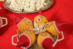 Nishaa Venugopalan and Suhas's is an arranged marriage that soon turned into an unbreakable bond. They met for the first time on September and after speaking for a while realised that they wer. Wedding Plates, Wedding Boxes, Wedding Art, Wedding Gifts, Wedding Baskets, Dream Wedding, Fruit Decorations, Wedding Stage Decorations, Diwali Decorations
