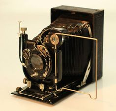 Artist Unzips Vintage Cameras http://petapixel.com/2013/03/20/artist-unzips-vintage-cameras-to-reveal-their-inner-beauty/