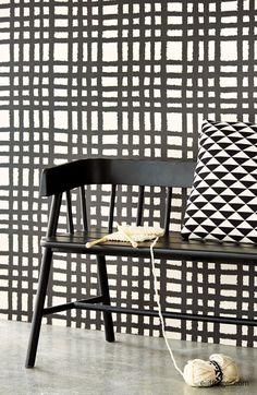 Geometrische vormen, ruiten en driehoeken. Black & Light collectie Eijffinger #behang #2015 #interieur zwart-wit. Leuk #idee: combineer het behang met een stof van een ander dessin. http://www.verfenwand.nl/assortiment/behang/collecties-behang/eijffinger-black-en-light