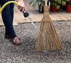 The Original Outdoor Coconut Palms Garden Broom - my garden workhorse! Garden Tools, Garden Ideas, Palm Garden, Outside Decorations, Small Space Gardening, Small Patio, Qvc, Palms, Nifty