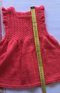 Blog Abuela Encarna Girls Knitted Dress, Knit Baby Dress, Crochet Baby Clothes, Knitting For Kids, Baby Knitting Patterns, Crochet For Kids, Baby Skirt, Baby Pants, Crochet Faces