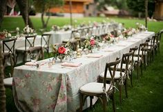My daily inspiration... try using patterned table linens for your wedding or event to add visual interest.