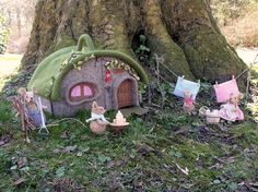 cute grimm and fairy sew craft toy making for the little fairies from felt mice family and house - Pattern Sheets - more photos and patterns Needle Felted Animals, Felt Animals, Sewing Projects, Craft Projects, Projects To Try, Cute Little Houses, Felt House, Felt Fairy, Creation Deco