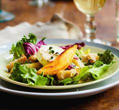 Makea päärynä ja suolainen vuohenjuusto ovat loistopari. Kokeile salaatissa tai muuten vain.