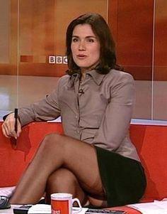 Upskirt tv presentatrice