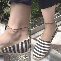 ankle bracelet tattoo, maybe with Pocahontas charms hanging (feathers, leaves, etc)? Ankel Tattoos, Leg Tattoos, Body Art Tattoos, Tatoos, Tiny Foot Tattoos, Ankle Tattoo Designs, Ankle Tattoo Small, Wrist Tattoo, Ankle Tattoos For Women Anklet