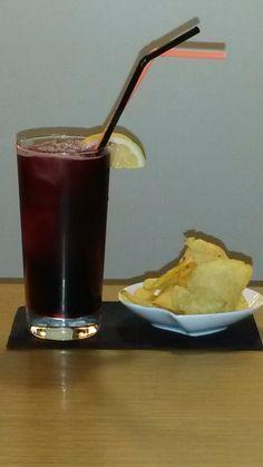Ven a amgo café y disfruta de nuestras refrescantes bebidas y elije lo que quieras para picar
