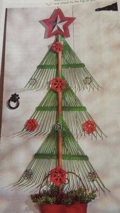 Upcycled lawn rakes made into a Christmas Tree. Great for outdoor Christmas deco… Rustic Christmas, Christmas Art, Christmas Projects, Winter Christmas, All Things Christmas, Vintage Christmas, Christmas Wreaths, Christmas Ornaments, Christmas Ideas