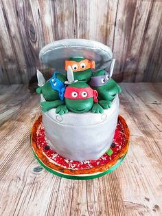 Vanilla chocolate chip cake filled with whipped cream, bananas and dulce de leche Teenage Turtles, Teenage Mutant Ninja Turtles, Chocolate Chip Cake, Vanilla, Birthday Cake, Banana, Cakes, Desserts, Events
