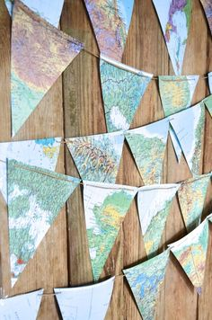 So sweet, fun and unusual - this garland is made of vintage map paper triangles strung together and would be lovely accenting a wedding, party, photo shoot, bed Photos Vintage, Vintage Maps, Antique Maps, Vintage Travel Decor, Map Crafts, Diy And Crafts, Crafts With Maps, Map Globe, Travel Party