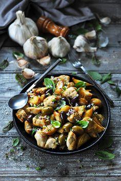 Dorian cuisine.com Mais pourquoi est-ce que je vous raconte ça... : Ail! Ail! Ail!!! Mon p'tit poulet à l'ail... parce que moi j'aime... l'ail! Sunday Roast, Kung Pao Chicken, Tasty, Dorian Cuisine, Dinner, Cooking, Valence, Ethnic Recipes, Food
