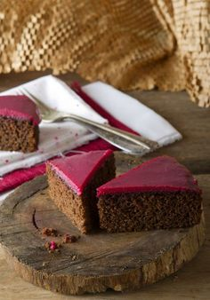 torta integral de algarroba Vegan Sweets, Healthy Sweets, Vegan Snacks, Vegan Desserts, Delicious Desserts, Tortas Light, Sweet Recipes, Real Food Recipes, Gluten Free Deserts