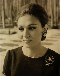 ❤❤❤❤❤ Copyrights unknown. Her Majesty Empress Farah Pahlavi of Iran.