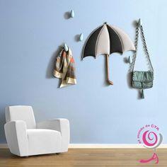 Conjunto Paragotas formado por paraguas tapizado más gotas orientadas. Acabado a mano. Son de El mundo de ota