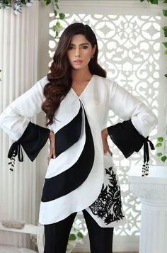 ( pattern and sleeves) Dress Designs For Girls, Sleeves Designs For Dresses, Stylish Dresses For Girls, Stylish Dress Designs, Casual Dresses, Fashion Dresses, Dresses Dresses, Dresses Online, Girls Dresses
