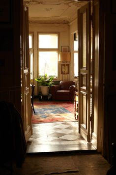 ღღ Nice light fillled room in an old Berliner appartment.   ~~~ Freunde von Freunden — Michel Würthle — Artist & Restaurateur, Apartment, Kreuzberg & Paris Bar, Charlottenburg — http://www.freundevonfreun...