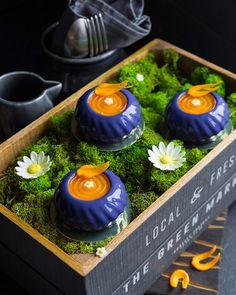 Современные десерты, муссовое пирожное «Гипноз» со смородиной и абрикосами