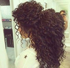 Irresistibles trucos para chicas con cabello rizado Curly Weave Hairstyles, Hairdos, Curly Haircuts, Straight Hairstyles, Pretty Hairstyles, Long Hairstyles, Wedding Hairstyles, Curly Hair Styles Easy, Natural Hair Styles