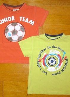 Kaufe meinen Artikel bei #Mamikreisel http://www.mamikreisel.de/kleidung-fur-jungs/kurzarmelige-t-shirts/6438351-2-t-shirts-gr-98-fussball-top-zustand