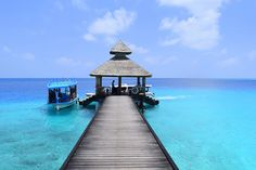 - REETHI BEACH - A RESORT TO ENJOY THE BEST OF MALDIVES -          En un post del mes pasado  os mostrábamos una historia visual de uno de... Beach Resorts, The Best, Outdoor Decor, The Maldives, Past, Beach, History