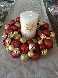 16 christmas decorations from the dollar store 00004 Gold Christmas, Beautiful Christmas, Simple Christmas, Homemade Christmas, Christmas Bathroom, Christmas Candles, Christmas 2019, Christmas Table Centerpieces, Easy Christmas Decorations