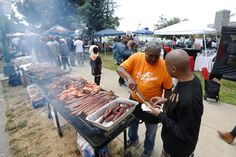 Hundreds in Oakland Turn Out to BBQ While Black