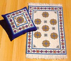 CRIANDO TAPEÇARIA Bohemian Rug, Cross Stitch, Rugs, Weaving, Farmhouse Rugs, Punto Croce, Throw Pillows, Craft, Ideas