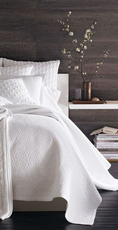 Note: This is what I like; crisp, clean linens next to shades of brown.