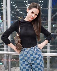 Thai Fashion, Korean Fashion, Cute Couples Goals, Beauty Women, Asian Beauty, High Waisted Skirt, Actresses, Lady, Pretty