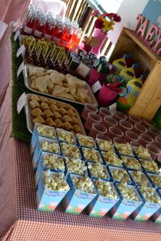 Peppa Pig Party Eats & Treats Table