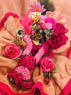 Cute Krishna, Krishna Radha, Ladoo Gopal, Krishna Janmashtami, Radha Krishna Wallpaper, Floral Wreath, Gift Wrapping, God, Blouse Designs