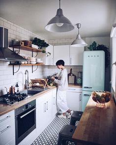 58 Creative Small Kitchen Design And Organization Ideas Home Decor Kitchen, Interior Design Kitchen, Home Kitchens, Home Interior, Tiny Kitchens, Small Apartment Kitchen, Kitchen Small, Kitchen Ideas For Small Spaces, Small Kitchen Inspiration