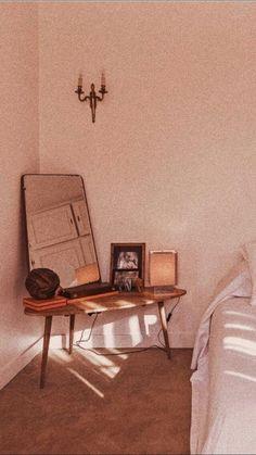 ゚✧ ⁱˡˡᵉᵍⁱʳˡ pink aesthetic, aesthetic vintage, aesthetic themes, aesthetic images Cream Aesthetic, Aesthetic Rooms, Brown Aesthetic, Aesthetic Themes, Retro Aesthetic, Aesthetic Images, Brown Wallpaper, Trendy Wallpaper, Aesthetic Iphone Wallpaper